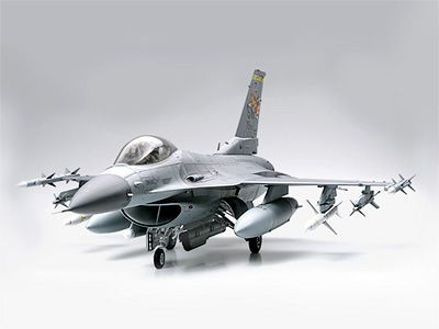 60315   1/32 F-16CJ Fighting Falcon, подставка